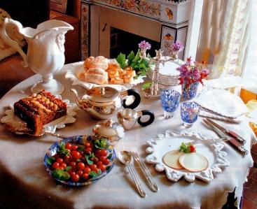 Petit Dejeuner Royal Assiettes en faience Palmyre et Verres Carnaval, SIECLE Paris