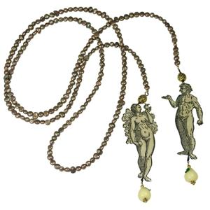 Lariat Adam et Eve en Découpage sous résine, Perles Baroque et Verre Filé
